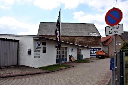 KFZ-Werkstatt, wie wir sie, geschlossen und ohne Kundenautos, bisher nicht sahen