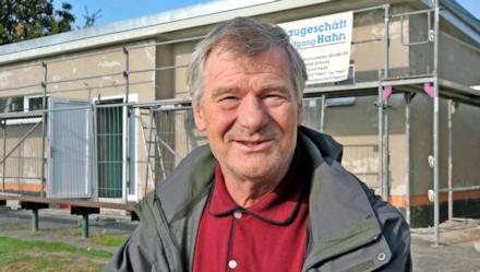 Glücklich über den Neubau: Jochen Neustadt, Vorsitzender des TSV Großsteinberg. Foto: Andreas Döring