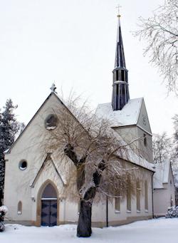 Verschneite St. Marinskirche